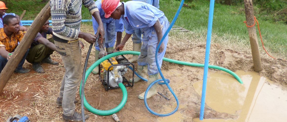 Manual drilling of a new borehole using the SHIPO jetting technology